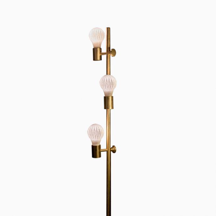 Triple Bulb Standy- 3 Bulbs